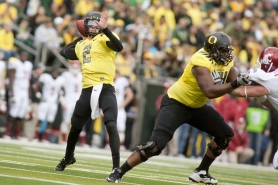 by: CHRISTOPHER ONSTOTT Oreogn Ducks quarterback Bryan Bennett steps up to throw against Washington State.