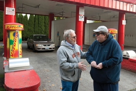 by: Chris Onstott Paul Harwood had his car washed by Director Michael Moore (right) Monday.