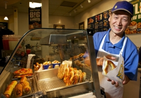 by: Jaime Valdez Auntie Anne's owner Dennis Kwon serves up a pretzel soon after it comes out of the oven.