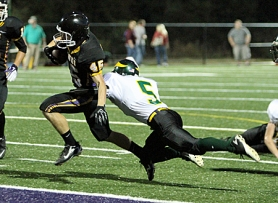 by: Tom Bachhuber ON TO THE PLAYOFFS — Ben Smith, shown here scoring a touchdown earlier in the season, and his Horizon Christian teammates will host Coquille in a state playoff game on Friday.