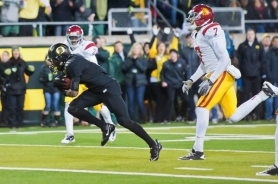 by: MICHAEL WORKMAN De'Anthony Thomas completes a 29-yard pass play for Oregon in Saturday's game against USC>