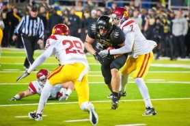 by: MICHAEL WORKMAN Tight end David Paulson barrels close to the goal line with a key fourth-quarter reception for the Oregon Ducks in their 38-35 loss to USC.