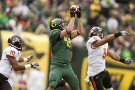 by: CHRISTOPHER ONSTOTT Oregon tight end David Paulson makes a catch in Saturday's Civil War.