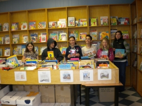 by: SUBMITTED PHOTO  Anya Blankenship, Harrison Chebuk, Tess Christensen, Nathan Barinstein, Tegan Thwaites and Kate Ray help out at the Children's Book Bank.