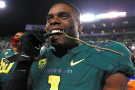 by: JAIME VALDEZ Josh Huff and his fellow Oregon receivers sink their teeth into being good downfield blockers — and the result this season was a Rose Bowl berth.