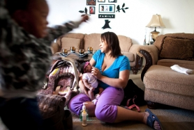 by: CHRISTOPHER ONSTOTT Seattle Adkins feeds her five-week-old daughter, Erika, while son Marshaun, 2, plays in the living room. Adkins, 21, has company as a single women choosing motherhood ahead of marriage — half of the women under 30 giving birth in Multnomah County are unmarried.