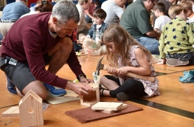 by: VERN UYETAKE, Greg Shumavon works with his daughter Kate on their birdhouse.