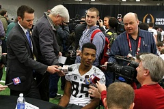 Photo Credit: TRIBUNE PHOTO: JONATHAN HOUSE - Oregon Ducks receiver Dwayne Stanford gets a lot of attention on media day.
