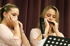 TIMES PHOTO: JONATHAN HOUSE - World Classical Harmonic Champion Susan Sauter performs with her sister Madeleine at Scholls Heights Elementary School on Tuesday, April 28.