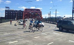 KOIN 6 NEWS - The Broadway Bridge is closed for several weeks for repainting.