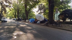 KOIN 6 NEWS - Homeless camps at Laurelhurst Park before the Tueday cleanup,
