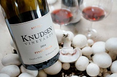 Knudsen Vineyards and Ostroms Mushrooms, companies in which the Knudsen family is involved, hosted a luncheon featuring inventive dishes using mushrooms paired with Knudsen Vineyard wines.