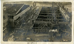 PHOTO DATED FEB. 9, 1917, COURTESY: CLACKAMAS COUNTY HISTORICAL SOCIETY - Mill O under construction wraps around the north end of the Pullery building.