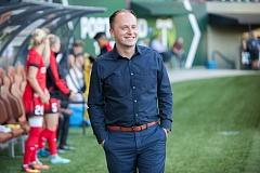 TRIBUNE FILE PHOTO; DIEGO G. DIAZ - Mark Parsons of the Portland Thorns went from playing soccer to working on cars to coaching youth teams in England.